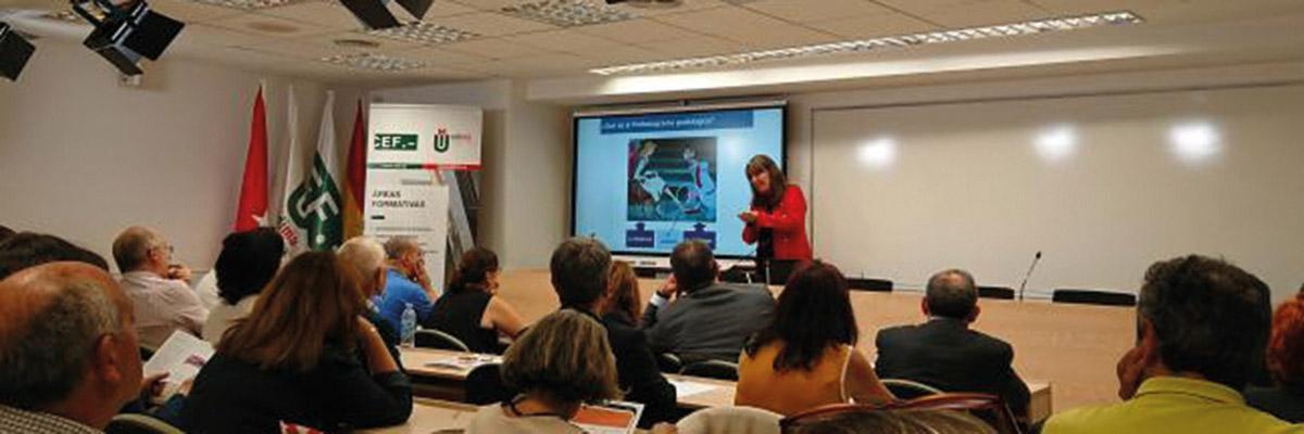 Conferencia en la que se analizó la grafología